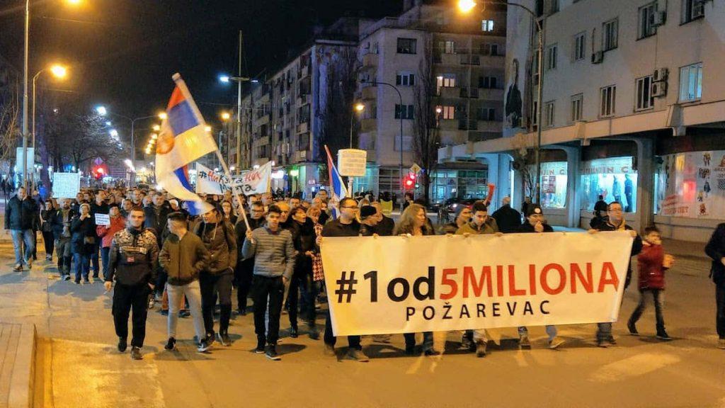 8. protest #1od5miliona u Požarevcu, građanima se obratio glumac Nikola Kojo /FOTO, VIDEO/ 1